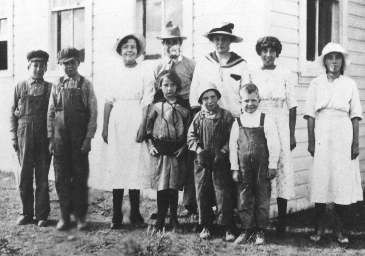 76.35,Liberty Valley School, 1916.jpg