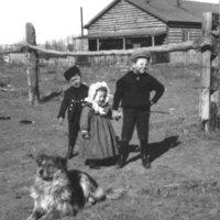 90.139,Vern,Hazel,Joseph at LazyX,c1900.jpg
